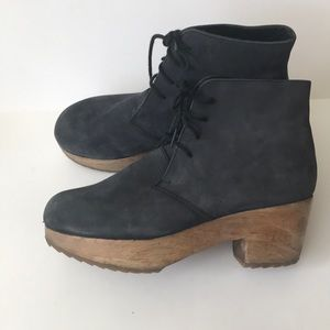Urban Outfitters Ecote Sz 7 blue suede clog bootie